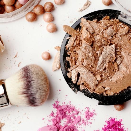 Wizażystka wykonała cały makijaż jednym kosmetykiem! Internauci są zachwyceni