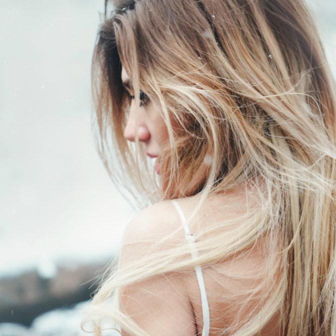 Nowy Trend W Stylizacji Włosów Jest Mocno Inspirowany