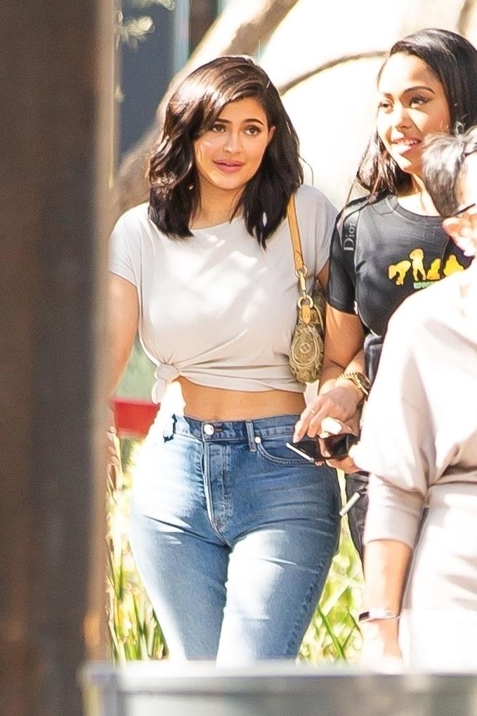 Kylie Jenner nagrała tutorial urodowy. Znalazła nowy sposób na różowy cień