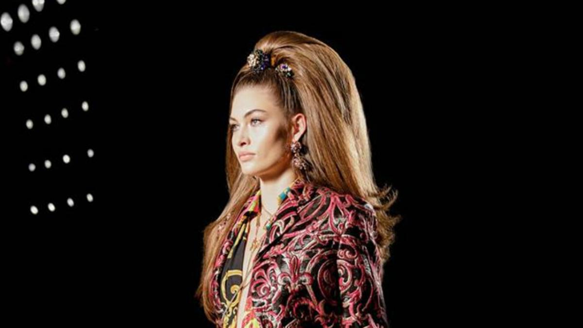 Włosy na pokazie Versace to prawdziwe dzieła sztuki. Wyjdą też na ulice?
