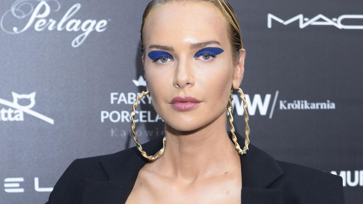 Makijaż czy fryzura? Nie wiemy, co gorsze… Magda Mielcarz na pokazie MMC