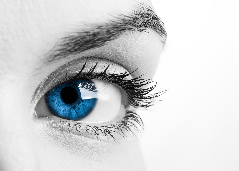 Oto co NAPRAWDĘ dzieje się z Twoimi oczami, kiedy źle zmywasz tusz do rzęs!