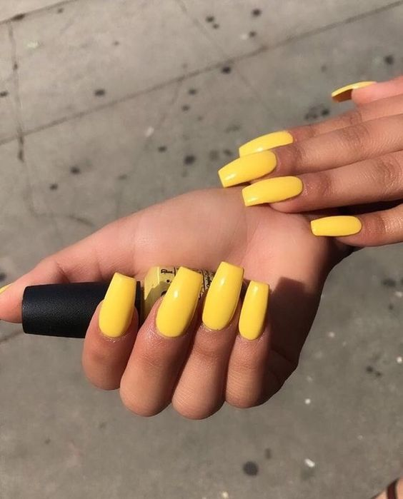 Żółty manicure hitem lata 2018!
