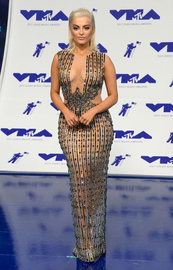 To nie Kylie Jenner ani Kim Kardashian. Trudno jednak nie zauważyć inspiracji...