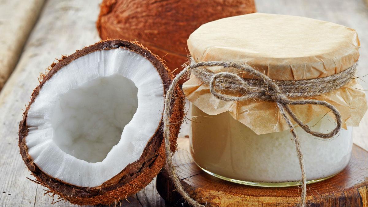 Olej kokosowy pomaga wybielić zęby?!