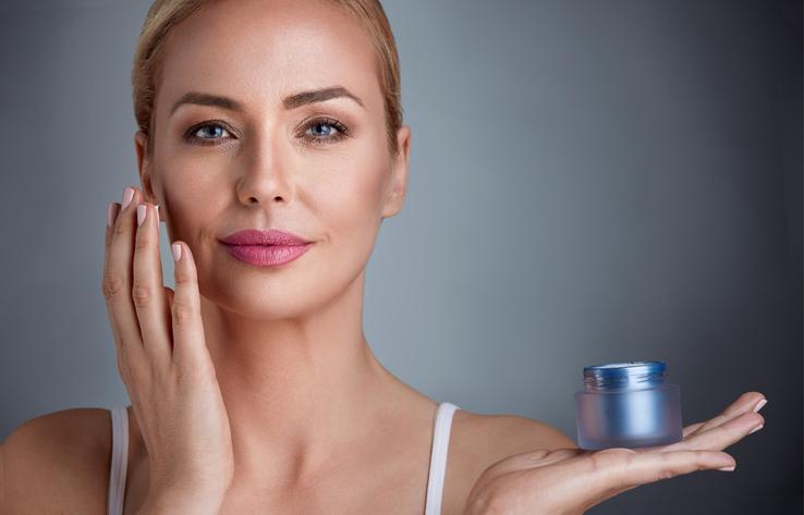 Demakijaż oczu wpływa na starzenie się skóry!? Zobacz jak robić to poprawnie
