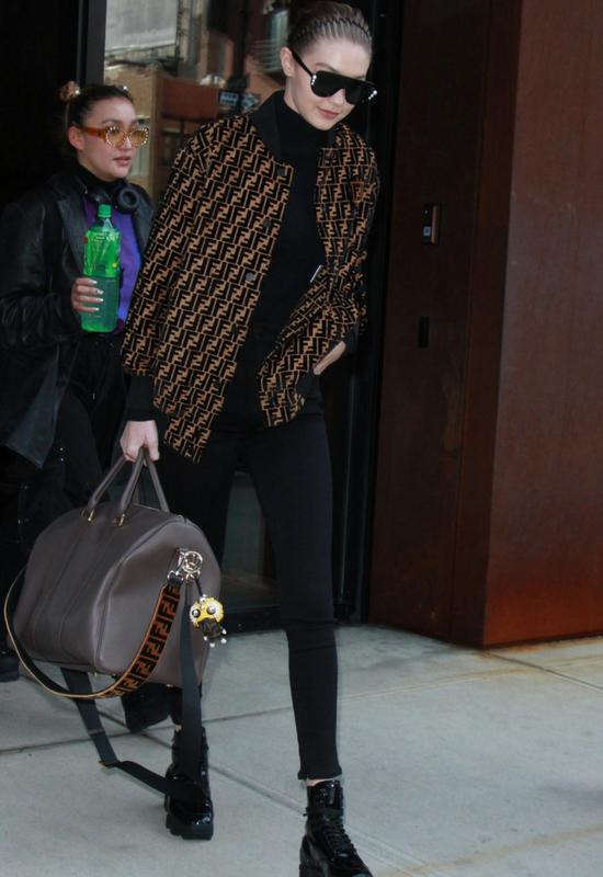 Gigi Hadid obcięła włosy. Do twarzy jej w tak krótkich włosach i grzywce baby?