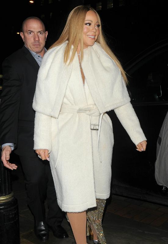 Już ciaśniej się nie dało?! Mariah Carey zalicza kolejną wpadkę modową! (FOTO)