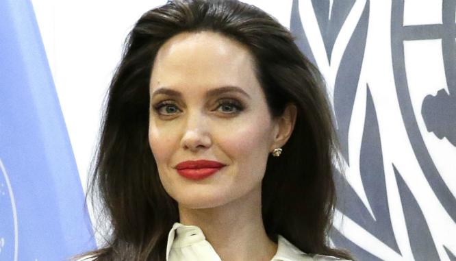 OMG! Angelina Jolie coraz bardziej przypomina swój własny cień! (FOTO)