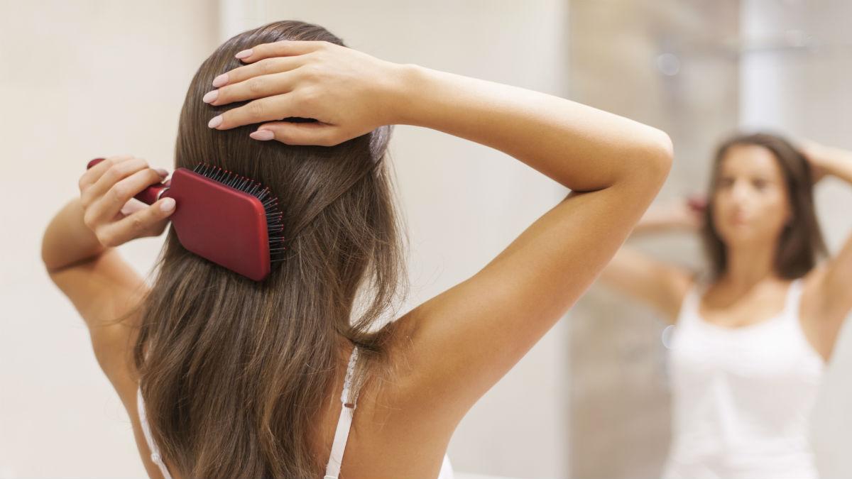 Będziesz zniesmaczona, kiedy zobaczysz, co kryje się w Twojej szczotce do włosów