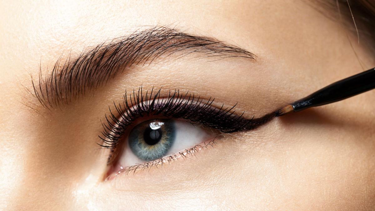 Jak aplikować płynny eyeliner w poprawny sposób? To łatwiejsze niż myślisz!