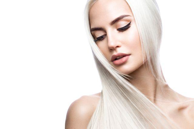 Rozjaśnianie włosów w domu – to możliwe! Podpowiadamy, jak to zrobić!