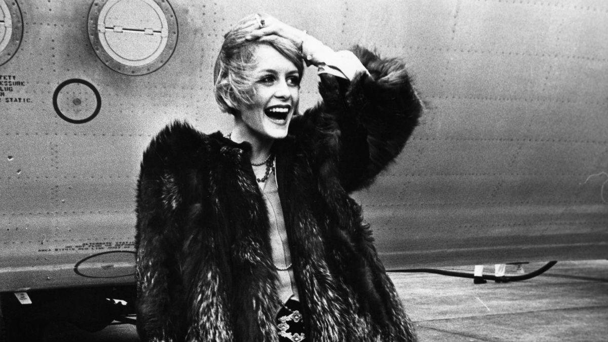 Powraca trend z lat 60.! Pokochasz makijaż cut crease!