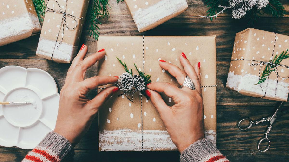 Kosmetyki na prezent, które zrobisz sama. Wyglądają jakbyś kupiła je w drogerii