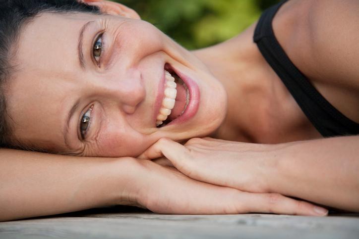 Bielsze zęby, gładsza skóra i piękne włosy. Sprawdź działanie kosmetyków z sodą