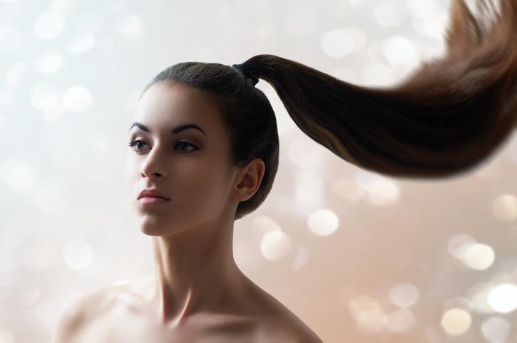 Dlaczego Twoje włosy wyglądają na cieńsze niż zwykle i jak temu zaradzić