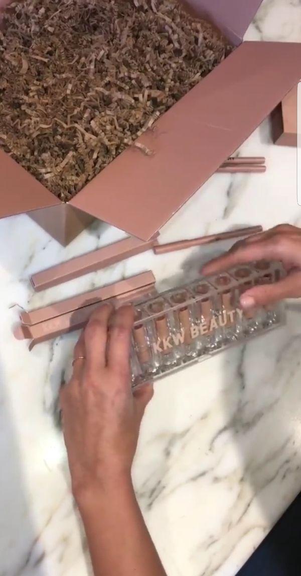 Kim Kardashian stworzyła szminkę w odcieniu nude dla każdej kobiety!