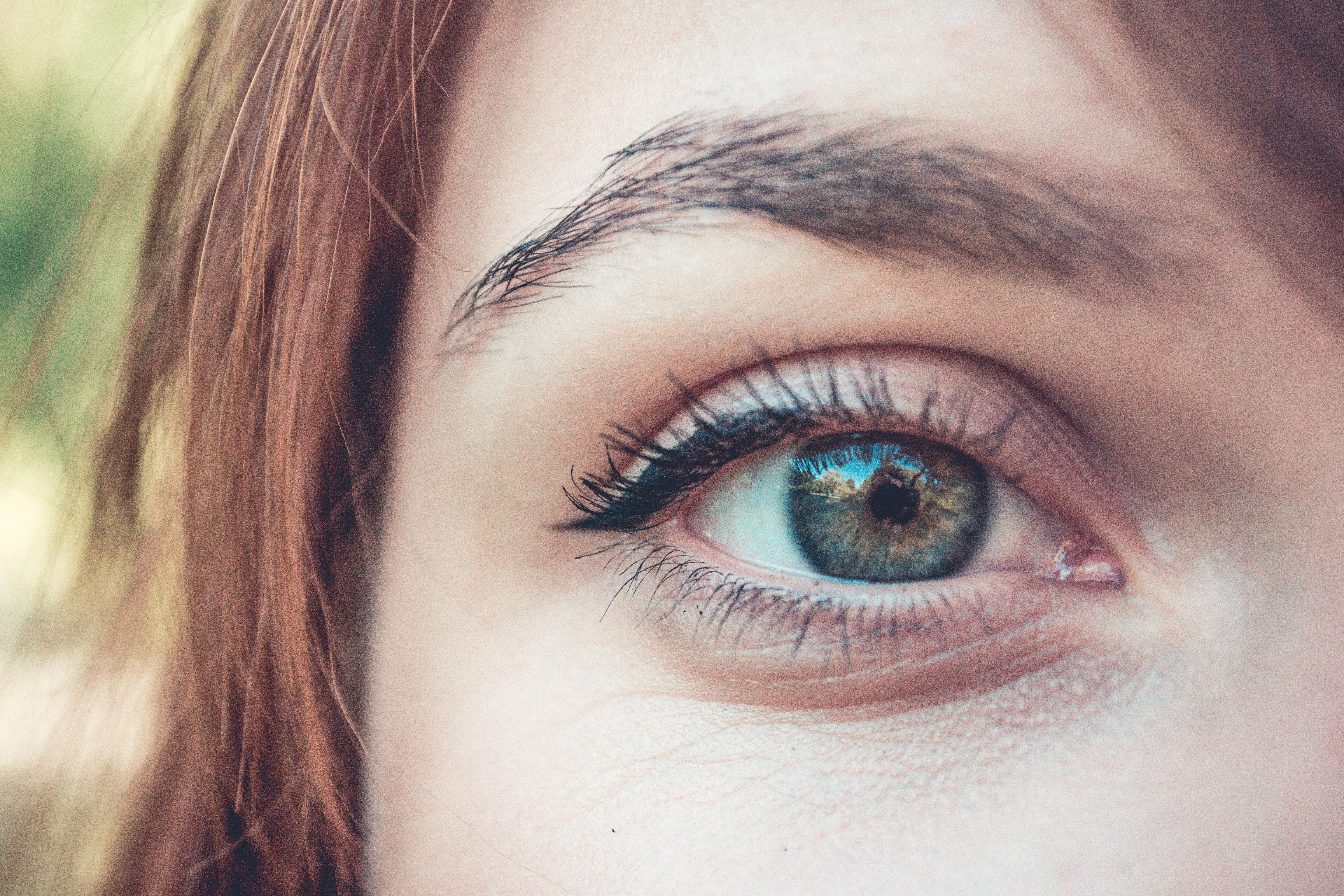 Błędy, które popełniamy przy makijażu i pielęgnacji brwi!