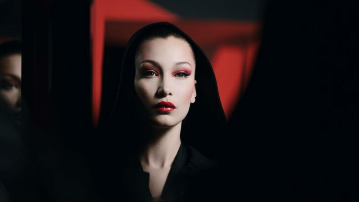 Czarująca i przerażająca historia opowiedziana makijażem. Mroczne inspo Diora