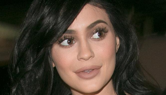 Kosmetyki, których używa Kylie Jenner, są niebezpieczne dla płodu!