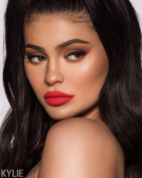 Kylie Jenner w zielonej szmince. Przekona Cię do tego koloru? (FOTO)