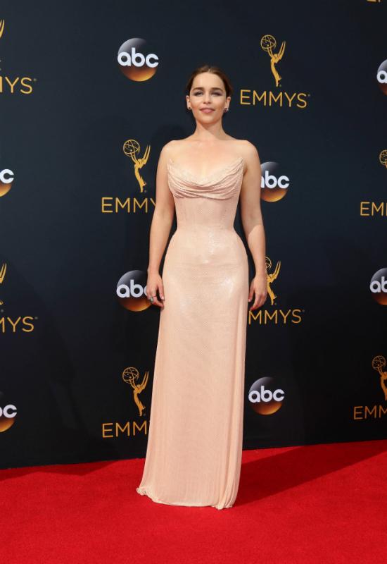 Emilia Clarke promuje najgorętszy trend makijażowy sezonu wiosennego!