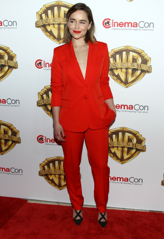 Emilia Clarke obcięła włosy! Krótka fryzura idealna na lato?