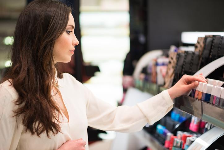 Korzystasz z testerów kosmetyków w sklepach? Możesz być w niebezpieczeństwie!