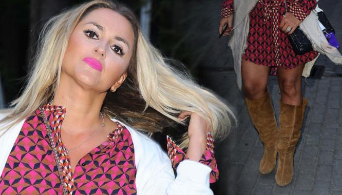 Karolina Szostak chciała ukryć coś w wysokich kozakach?