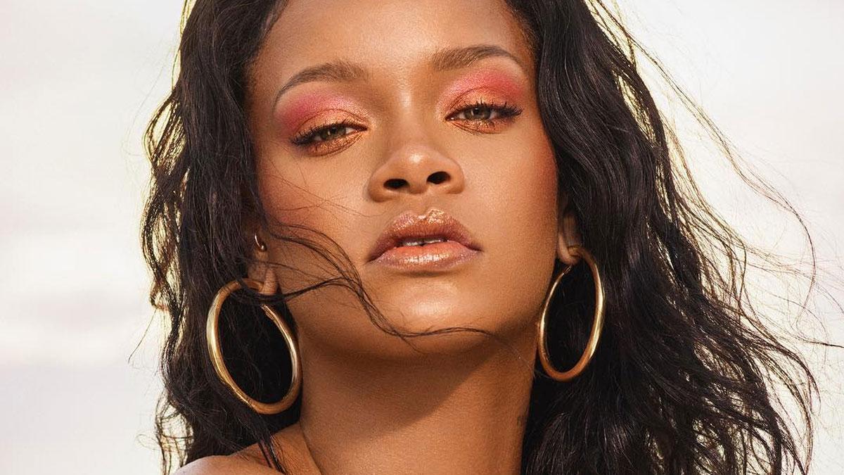Rihanna Lansuje Biały Eyeliner Czy Makijaż Będzie Hitem Zeberkapl