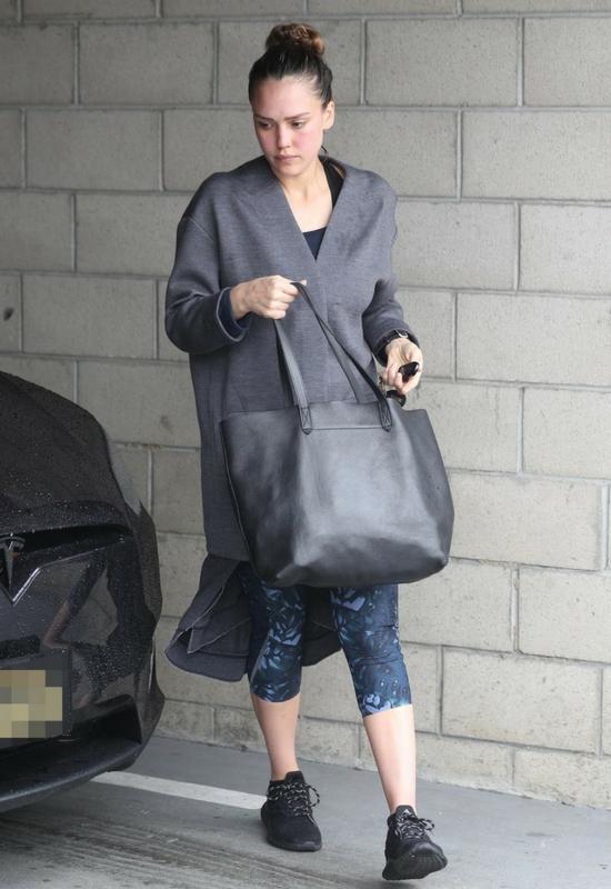 Jessica Alba bez makijażu wcale nie wygląda jak Jessica Alba bez makijażu
