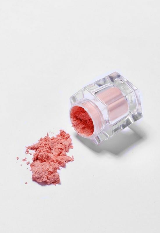 Rozświetlacz za dolara najbardziej pożądanym kosmetykiem w sieci!