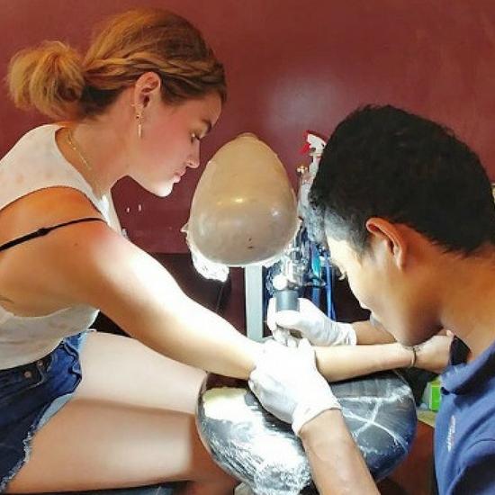 Musisz zobaczyć nowy tatuaż Lucy Hale! Jest naprawdę uroczy!