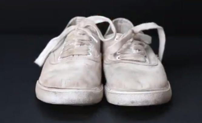 jak wyczyścić białe trampki