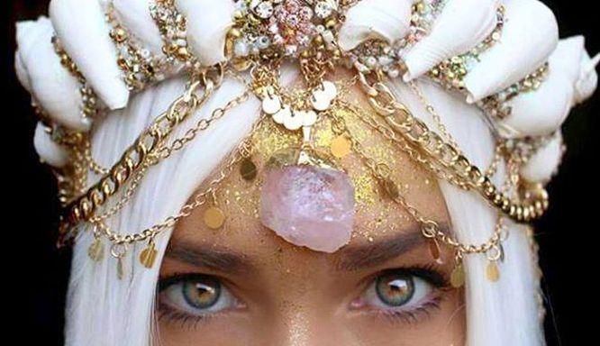 Uwaga! Zokochacie się w nowym festiwalowym trendzie... Oto Mermaid Crowns