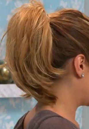 jak zawiązać włosy w kucyk