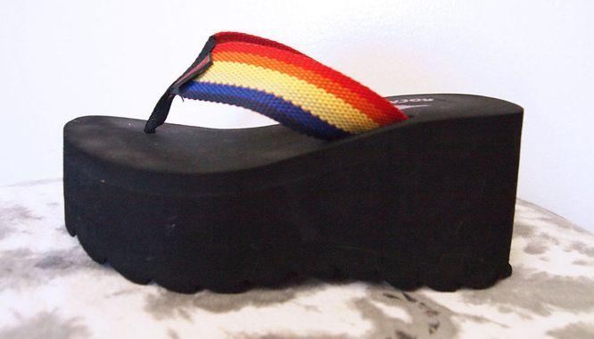 Pamiętacie? Te buty straszyły w latach 90. (FOTO)