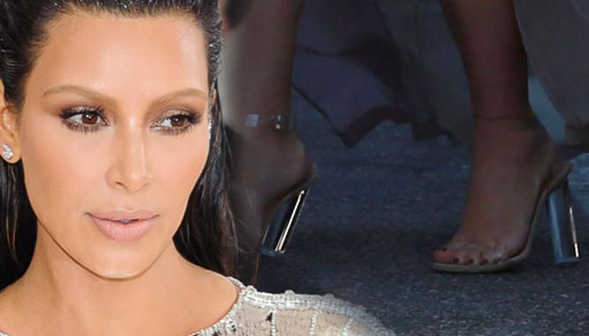 11 razy, gdy obcasy Kim Kardashian nie wytrzymały ciężaru...