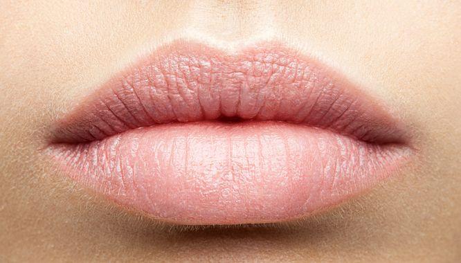 Zaskakujące! Twój idealny odcień szminki nude to kolor intymnej części ciała!