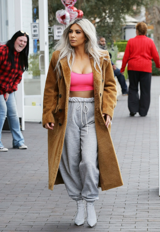 Kim Kardashian obcięła włosy! Domyślacie się, na jaką fryzurę postawiła?