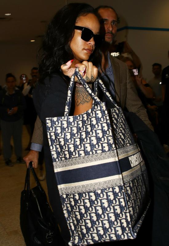 Rihanna bez makijażu, czy w makijażu? Cały świat debatuje nad tym zdjęciem