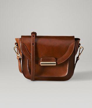 Elegancja w dodatkach przegląd torebek od Massimo Dutti