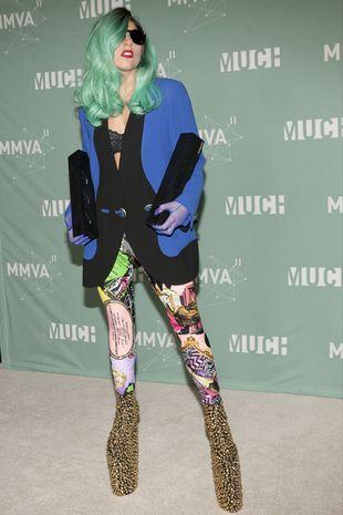 Lady Gaga jak kolorowy ptak (FOTO)
