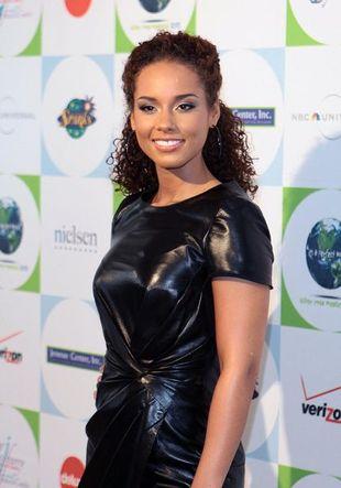 Czy Alicia Keys powinna nosić mini?