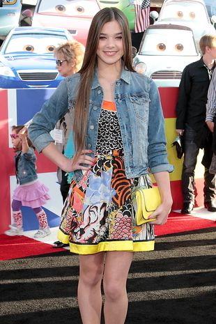 Hailee Steinfeld w kolorowej sukience (FOTO)