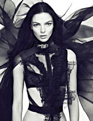 Mariacarla Boscono dla Givenchy's Dahlia Noir (VIDEO)