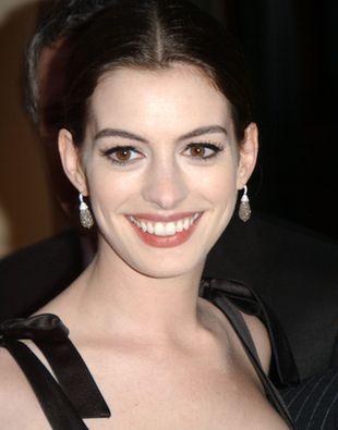 Anne Hathaway szykowna w czerni