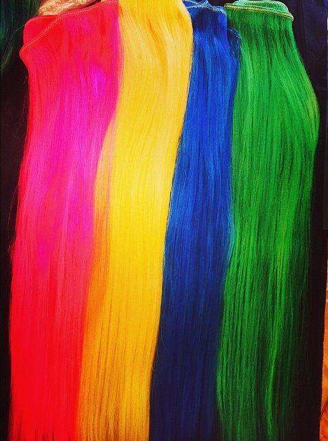 Która gwiazda zrobiła sobie kolorowe włosy? (ZAGADKA)