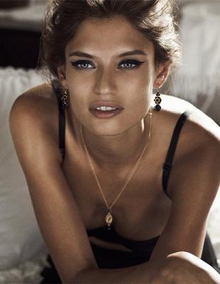 Bianca Balti w reklamie biżuterii Dolce & Gabbana
