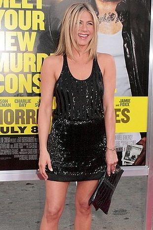 Jennifer Aniston w minisukience Balenciaga (FOTO)